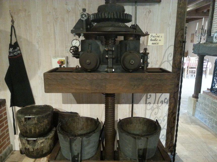 Une presse à huile de noix