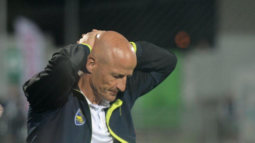 Peter Zeidler lors de son dernier match à la tête du FCSM, face à Bourg-en-Bresse