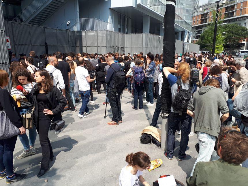 Rassemblement devant le tribunal de Paris en soutien aux mineurs interpellés mardi 22 mai au lycée Arago