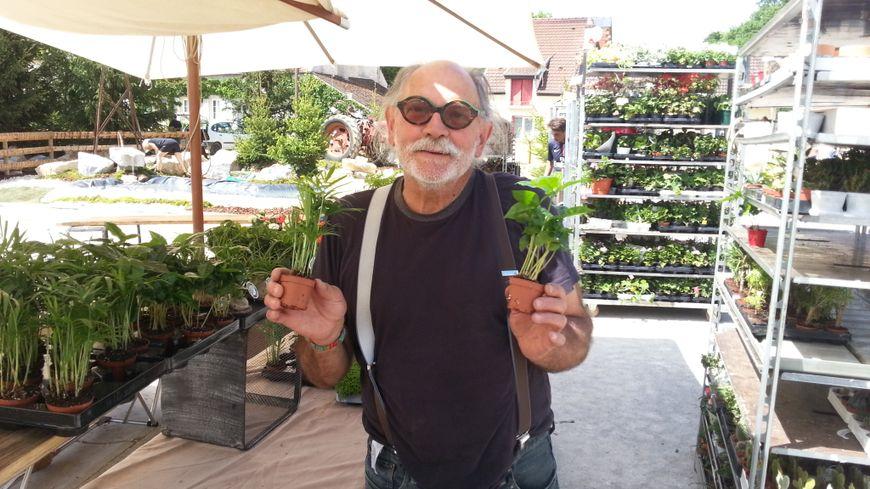 Olive Delanoy est venu de la région parisienne pour proposer des mini-plantes et des géraniums à feuillage odorant.