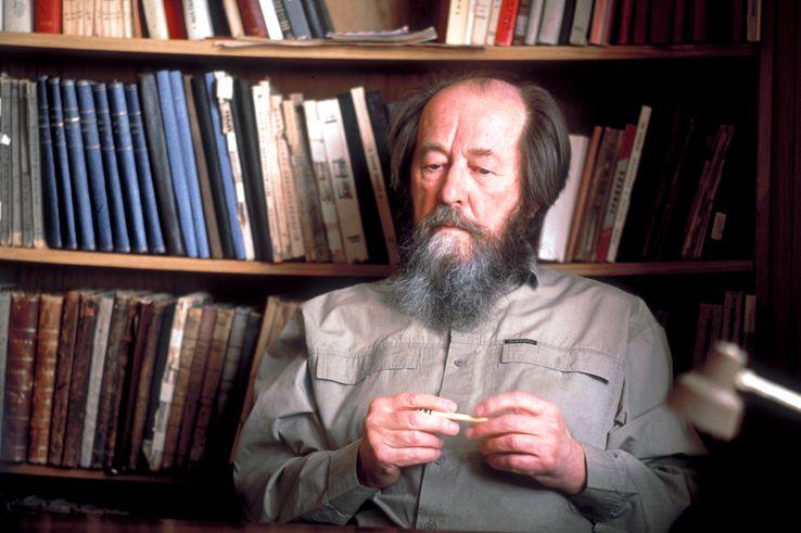 Alexandre Soljenitsyne dans sa bibliothèque