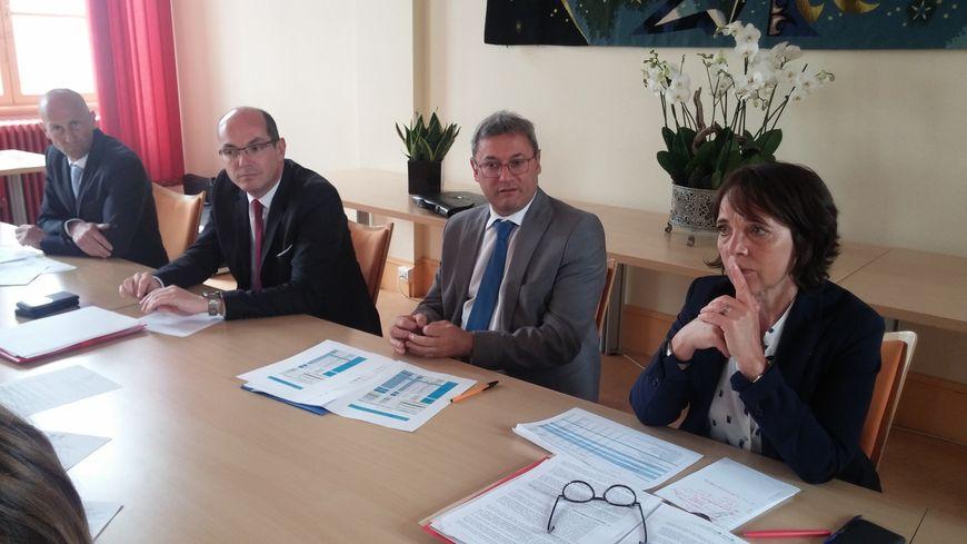 De gauche à droite : le commandant Ludovic Voisine, le procureur Joël Garrigue, le maire de Vierzon Nicolas Sansu et la préfète du Cher, Catherine Ferrier.