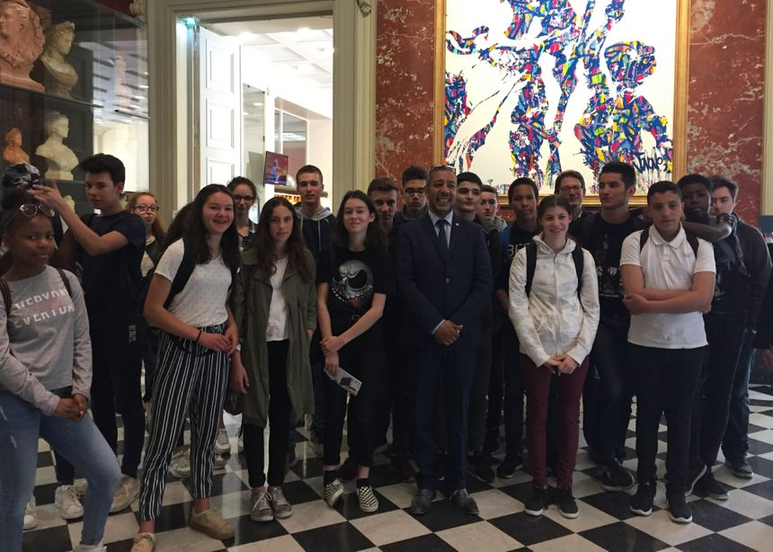 Mustapha Laabid reçoit les jeunes Rennais à Paris à l'Assemblée Nationale