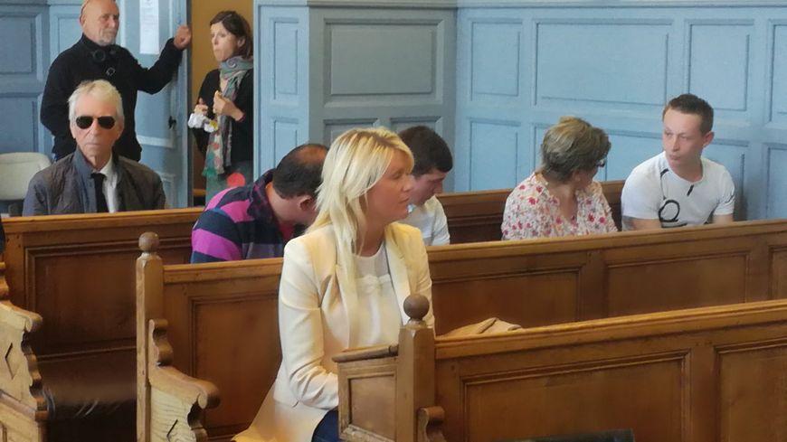 Alice Bertheaume, la compagne de Gonzague Saint Bris , a été condamnée à 6 mois de prison avec sursis par le tribunal de Lisieux