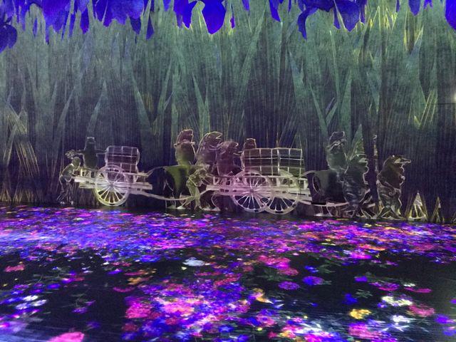 Les images des différents univers de l'exposition sont mélangées par des algorithmes