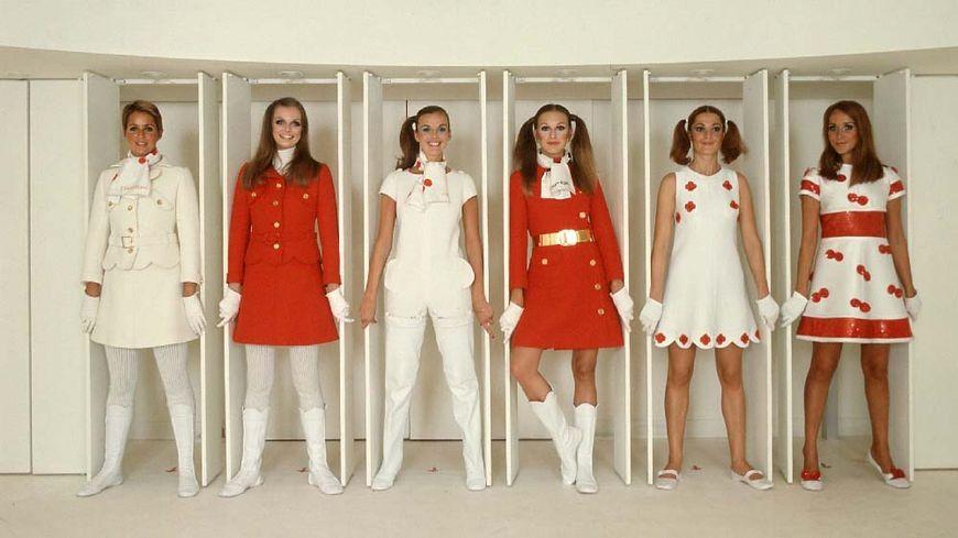 6 mannequins pourtant des vêtements André Courrèges en mai 1968.
