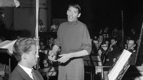 Gérard Jouannest au piano et Jacques Brel, avec qui le pianiste composa 35 chansons