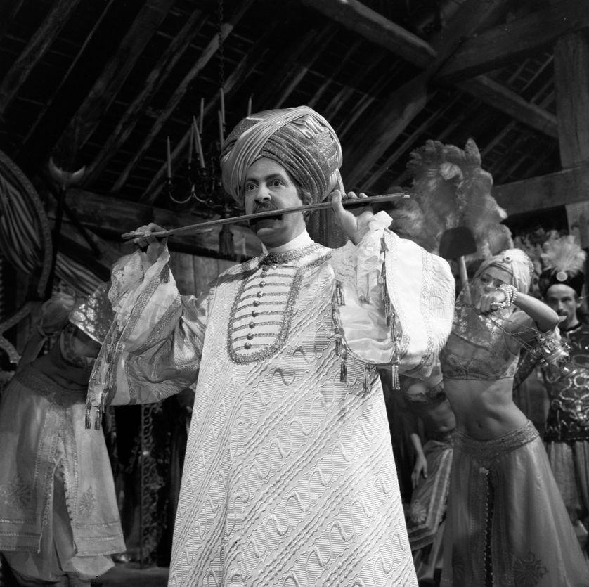 """Michel Serrault dans le rôle de Monsieur Jourdain sur le tournage de la comédie-ballet de Molière """"Le Bourgeois gentilhomme"""""""