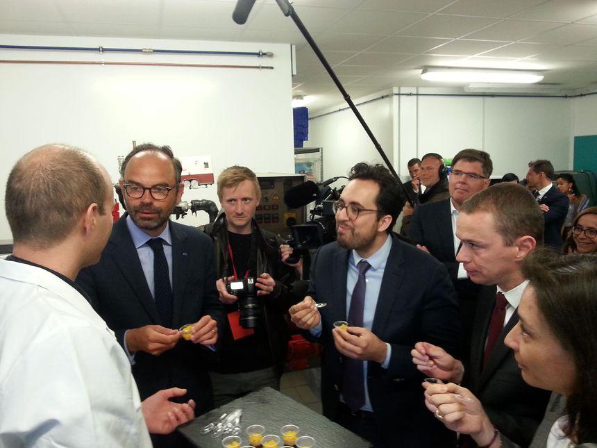Le Premier Ministre entouré des Secrétaires d'Etat Mounir Mahjoubi, Delphine Gény-Stephann et Olivier Dussopt.