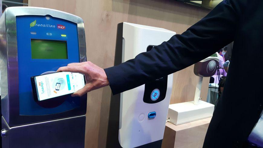 Les voyageurs franciliens pourront bientôt charger leur Passe Navigo sur smartphone