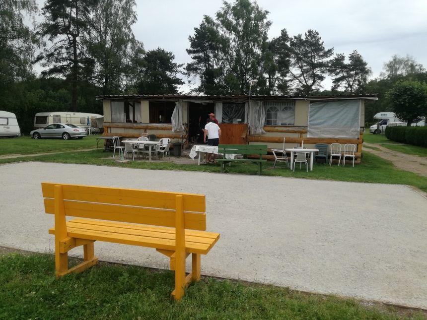 Le terrain de pétanque flambant neuf du camping de la Bergereine de Mélisey