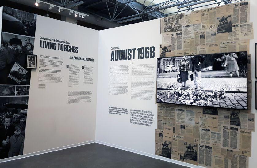 """Evocation d'août 1968 au musée du communisme de Prague. Le 21 août 68, le pays était envahi par les troupes du Pacte de Varsovie, marquant la fin du """"Printemps de Prague"""""""