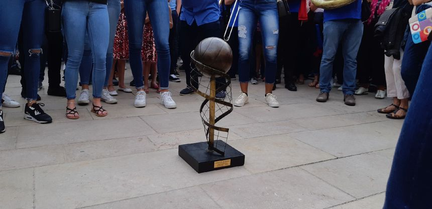 Les volleyeuses biterroises et leur trophée de championnes de France