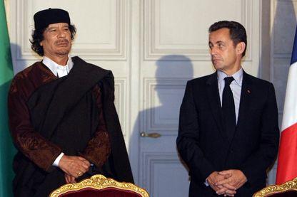 Mouammar  Khadafi et Nicolas Sarkozy le 10 décembre 2007 à l'Elysée (Paris)