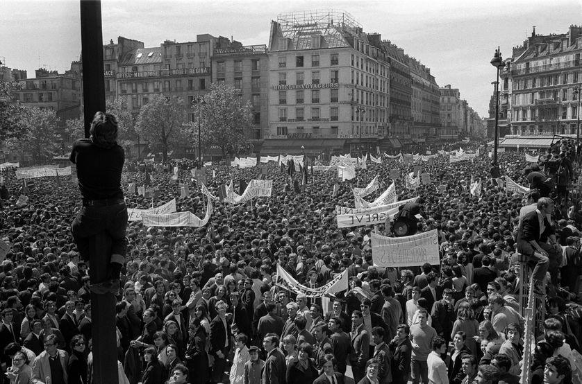 Foule de manifestants entre place de la République et Denfert-Rochereau, le 13 mai 1968