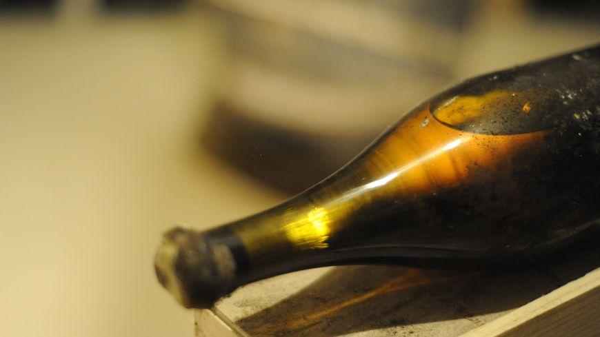 103.000 euros pour cette bouteille de vin jaune 1774