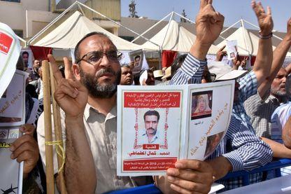 Le premier procès intenté par un Tunisien Une commission chargée d'enquêter sur les violations des droits de l'homme depuis six décennies s'est ouverte mardi, avec 14 anciens responsables, dont le président déchu, en procès.