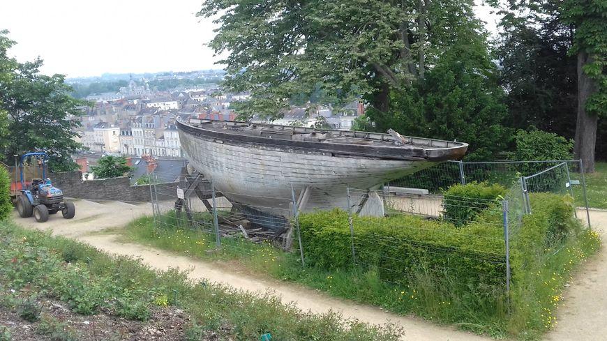 La réplique du voilier d'Alain Gerbault est arrivé en 1986 à Laval