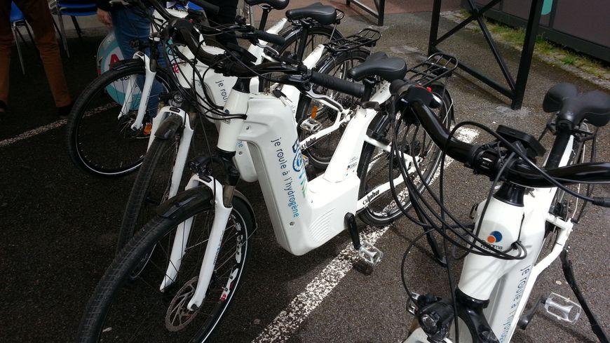 Cinq vélos à hydrogène ont été testés par les habitants ce mercredi