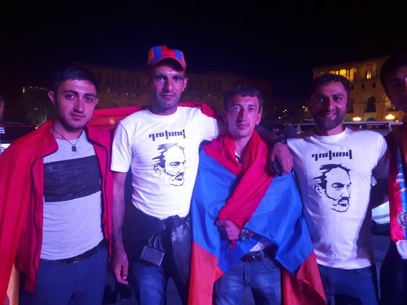 Des partisans de Pachinian hier soir à Erevan. Ils viennent de Russie et sont rentrés en Arménie pour la révolution de velours.