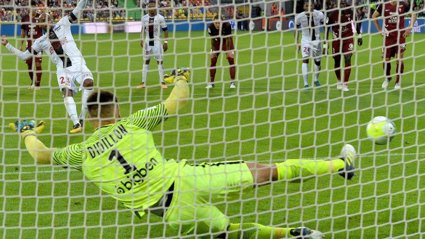 Lors de la première journée, le FC Metz est battu sur sa pelouse, 3 à 1, contre Guingamp