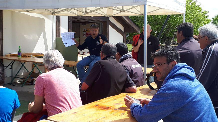 Gilles marguerat, président du CNBO, au 1er plan à droite sur la photo, pendant un briefing