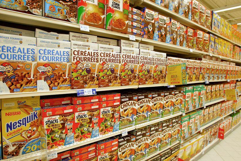Paquets de céréales dans un rayon de supermarché. Photo prise à Sénart le 27 août 2002.