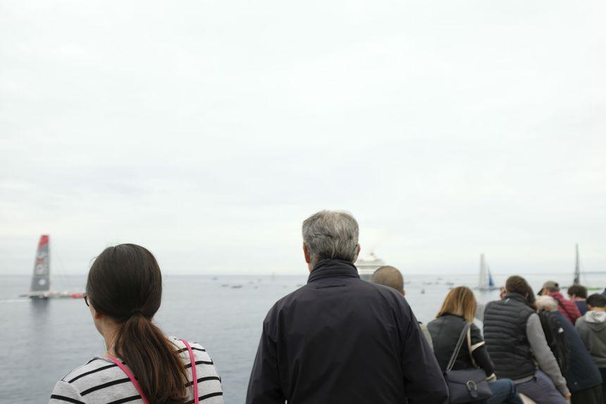 Des spectateurs attentifs juste avant le départ de l'Ultimed