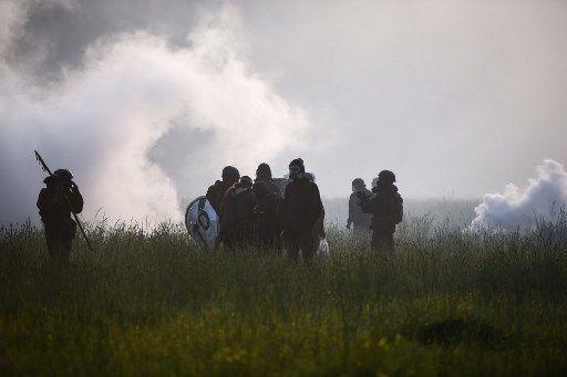 Des occupants de la ZAD, ce matin, à Notre-Dame-des-Landes, où se déroule une nouvelle opération d'expulsion depuis 6h
