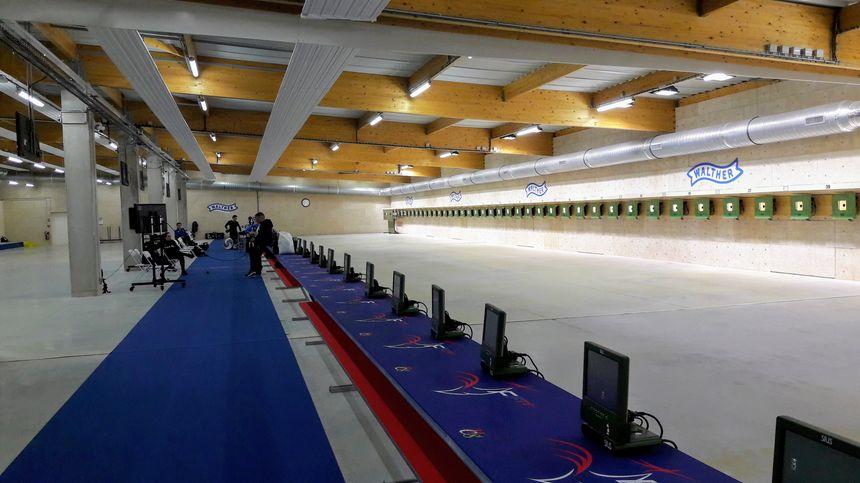 Le stand de tir à 10 mètres peut potentiellement accueillir jusqu'à 90 compétiteurs simultanément