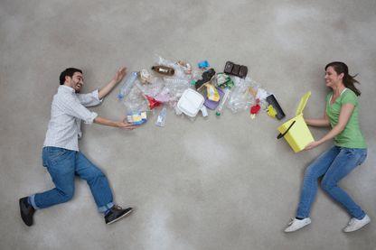 Nous jetons trop, nous recyclons mal et surtout pas assez