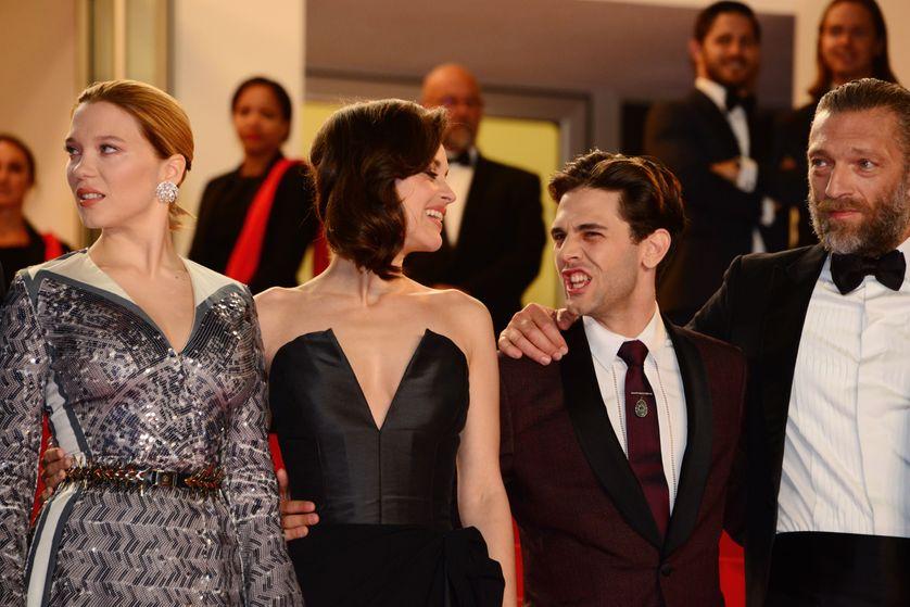"""Marion Cotillard et Vincent Cassel avec les acteurs du film """"Juste la fin du monde"""" en 2016"""