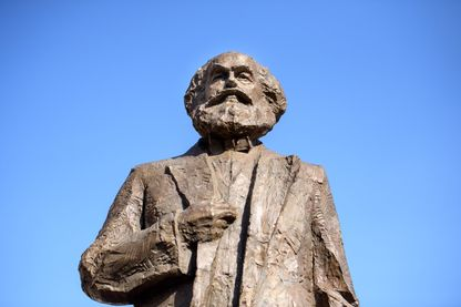 Karl Marx et les jeunes Chinois, ce n'est pas gagné ! Ici sa statue à Trier en Allemagne