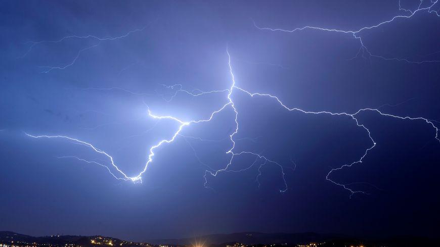 Premiers orages et fortes pluuies  ce lundi après midi sur la Normandie