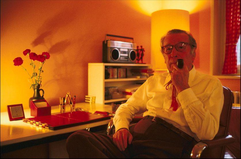 Georges Simenon, dans sa maison en Suisse à Lausanne en 1983