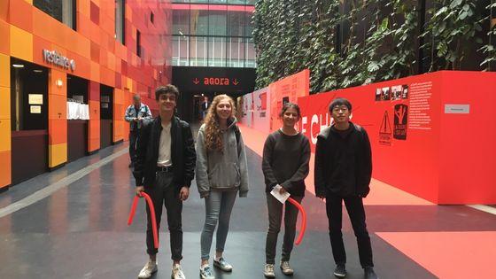 Elèves du Lycée Picasso de Fontenay sous Bois et Tetsuya Yamamoto dans l'Agora de Radio France