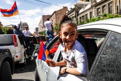 Les partisans du Premier ministre arménien Pashinyan célèbrent son élection à Erevan, le 8 mai 2018