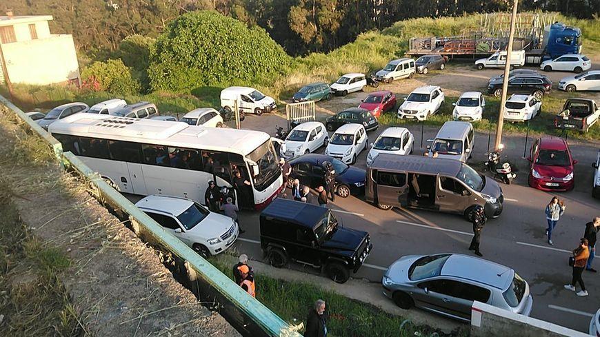 Les joueurs du Havre et le staff ont été bloqués plusieurs heures dans leur bus à Ajaccio ce vendredi, sous la protection des CRS.