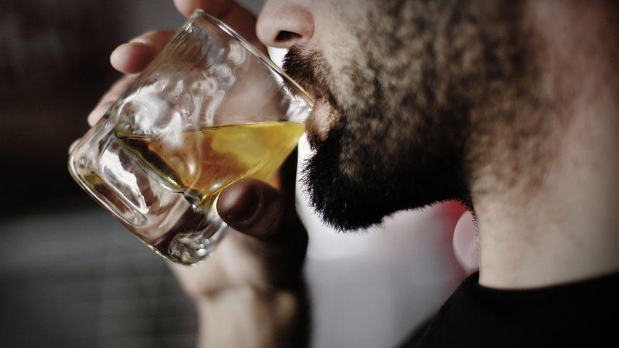 L' étude menée au CHU de Tours a pour objet de réduire l'accoutumance à l'alcool