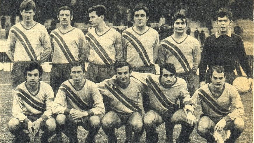 En mai 68, François Bruant (en bas à droite) et ses coéquipiers du FC Rouen descendent dans la rue