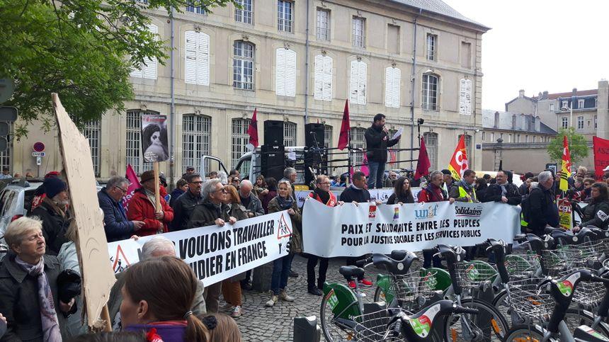 prises de parole au départ de la manif, place Dombasle à Nancy