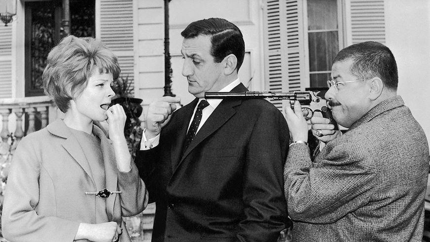 Sabine Singen, Lino Ventura et Francis Blanche dans le film Les Tontons Flingueurs de Georges Lautner, le 14 avril 1963.