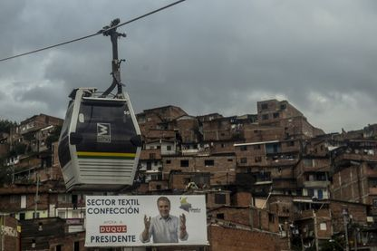 Vue de la publicité politique du candidat présidentiel colombien Ivan Duque du parti Centro Democratico, à Medellin, Colombie le 23 mai 2018. La Colombie tiendra le premier tour de l'élection présidentielle le 27 mai prochain.