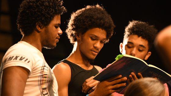 Des choristes du Jeune Choeur de Guadeloupe lors des répétitions de la Flûte enchantée, donnée pour la première fois sur l'archipel