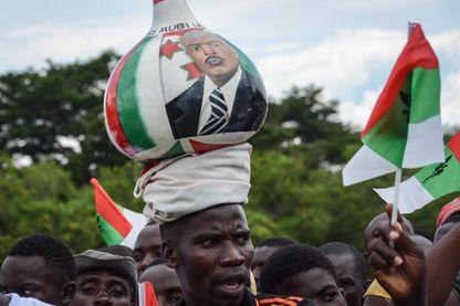 Un supporter du président burundais Pierre Nkurunziza lors d'un meeting cette semaine