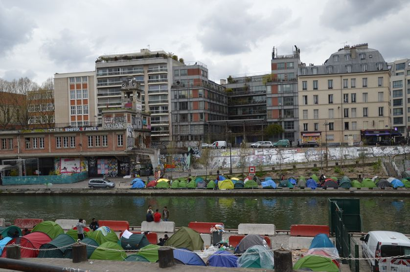 Un camp de migrants accueillant plus de 1000 personnes aux abords du Canal Saint-Martin à Paris, en avril 2018