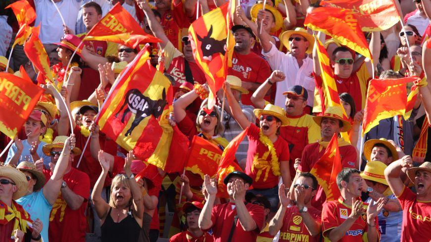 Des supporters de l'USAP en 2011