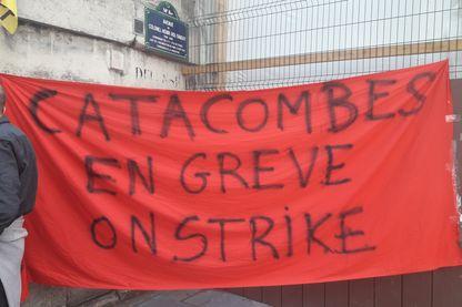 Grève des agents des catacombes, place Denfet-Rochereau, mai 2018