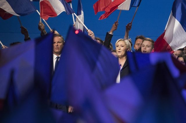Marine Le Pen (candidate du Front National) et Nicolas Dupont-Aignan (Debout la France) s'allient pour le second tour de l'élection
