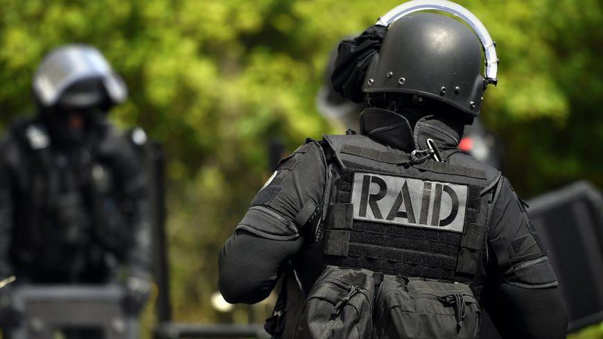 Le Raid a participé aux arrestations.